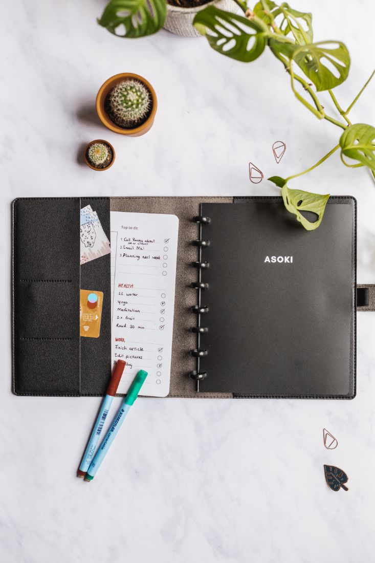 Black leather-free cover for the Asoki Planner with plenty of space for cards and notes