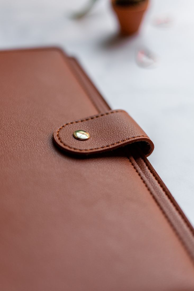 Hazelnut leather-free cover with button to protect your reusable and sustainable Asoki Planner