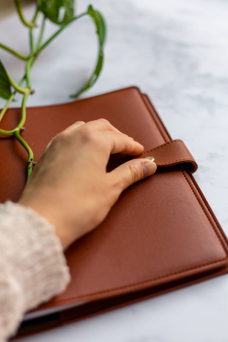Close the leather-free cover for your reusable Asoki Planner with the button