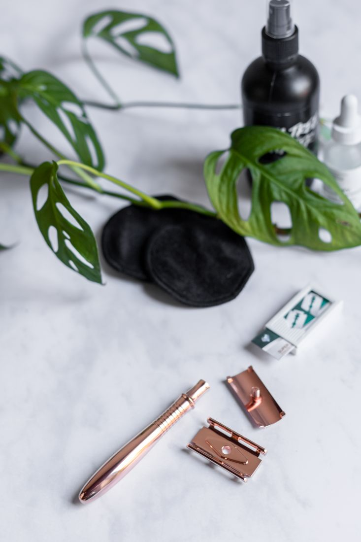Reusable and long-lasting safety razor made of rose gold metal