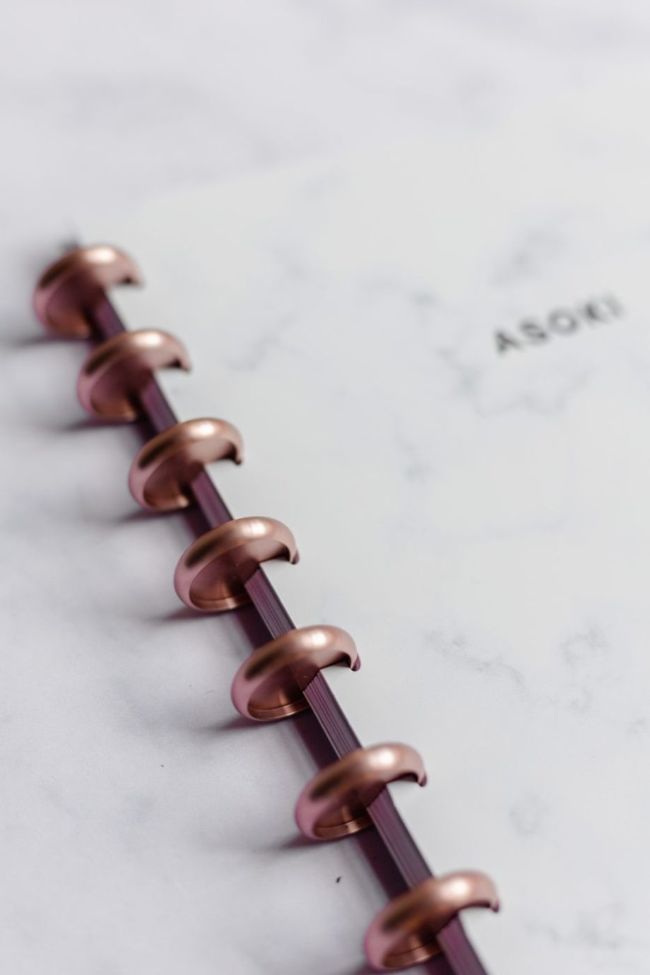 Marble Asoki notebook with rose-gold metal discs
