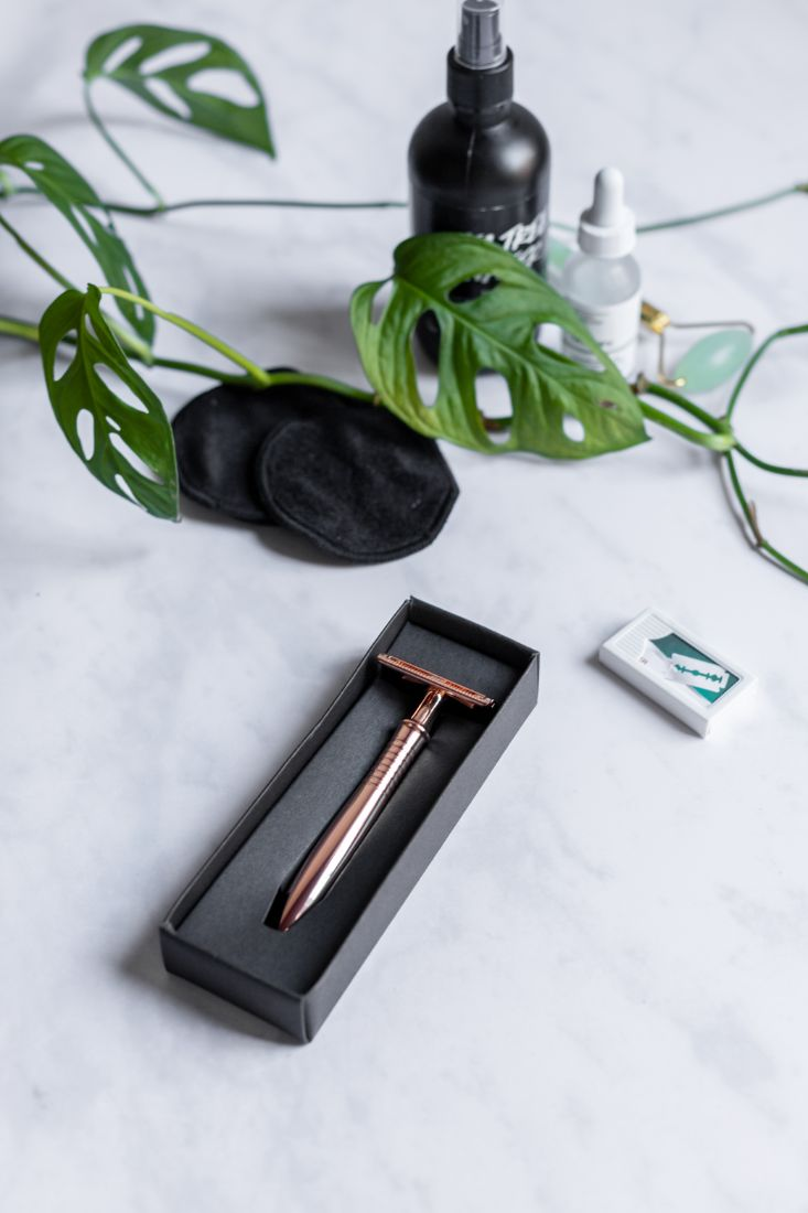 Rose gold safety razor for irritation-free shaving