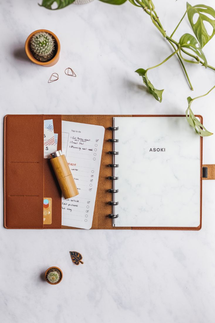 Marble Asoki Planner with a protection cover and refillable bamboo bottle