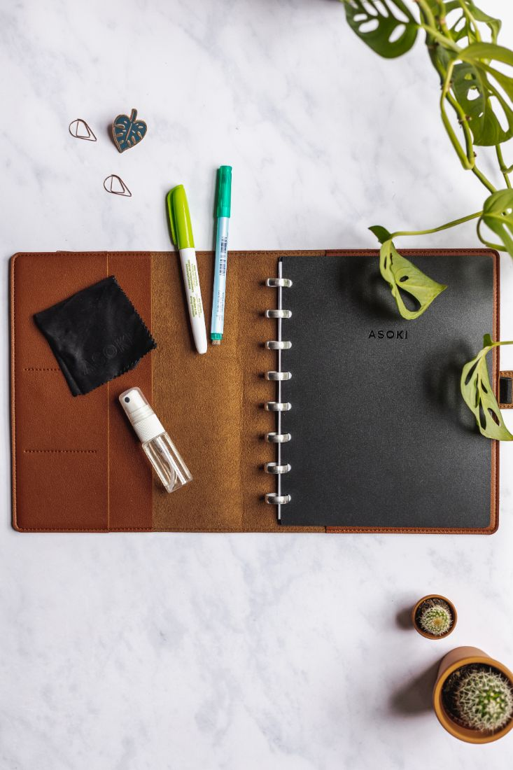 Asoki Planner metal edition with a hazelnut leather-free cover