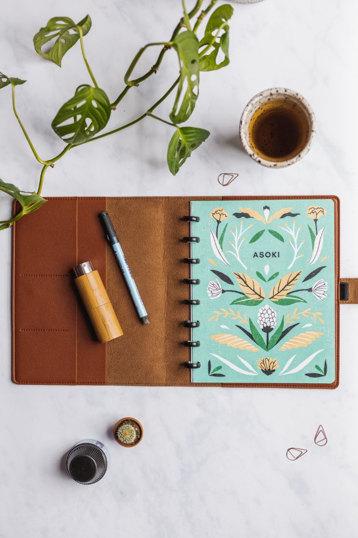 Asoki Planner with a floral design and a hazelnut-coloured, leather-free cover