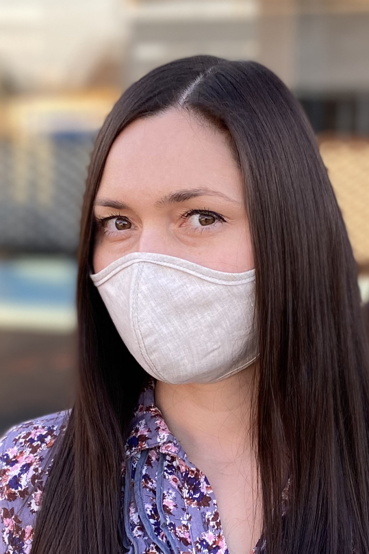 Reusable and breathable face mask made of linen