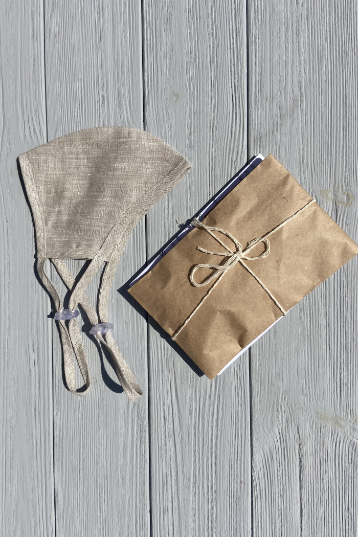 Linen face mask with adjustable straps in a plastic-free packaging