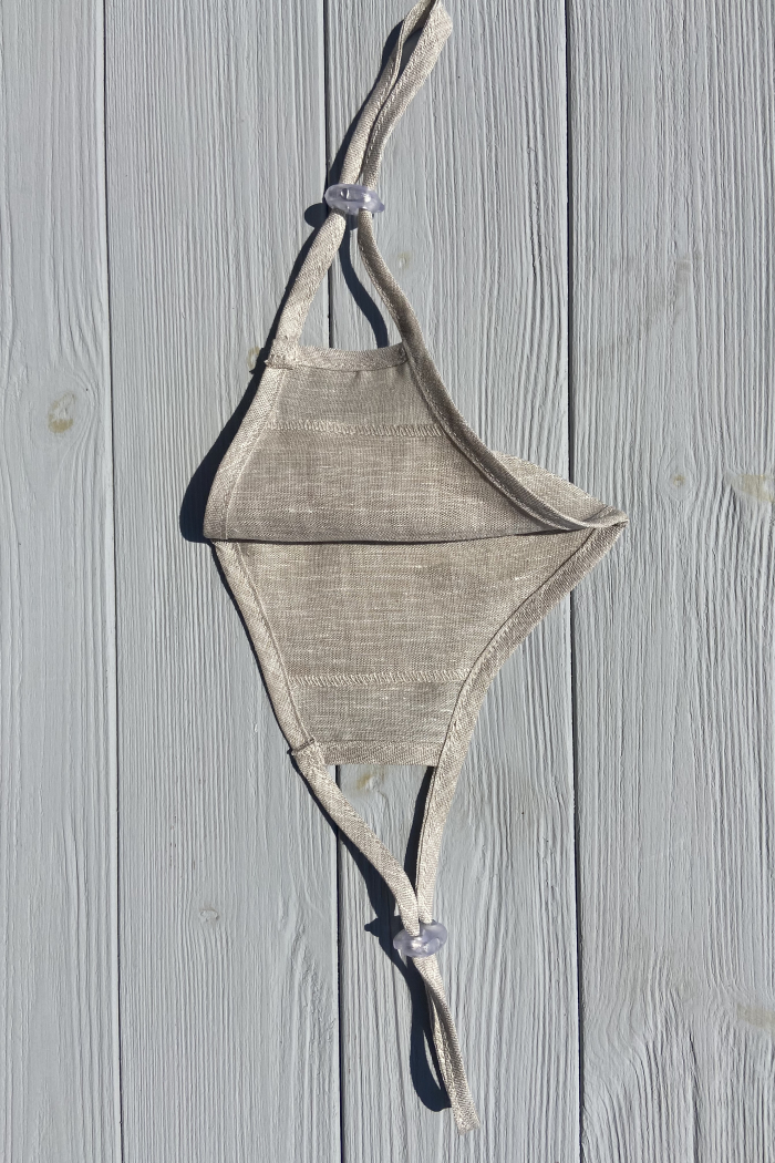 Reusable face mask with adjustable straps