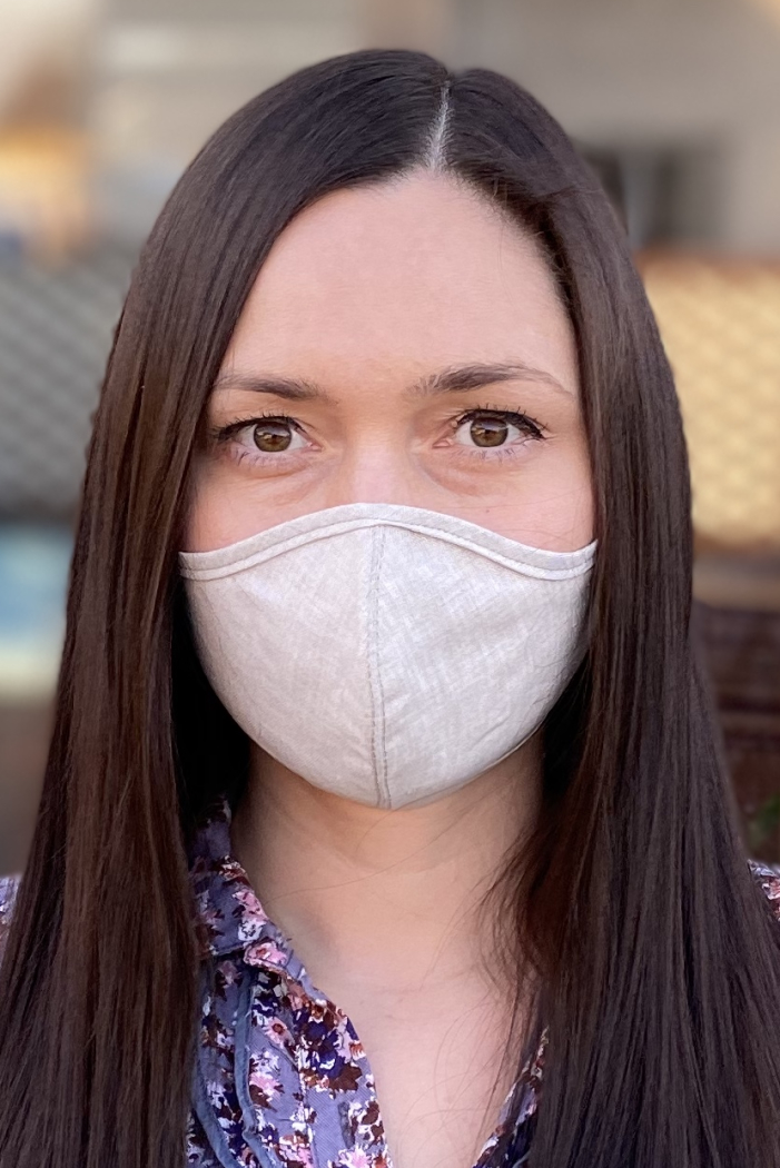Reusable and adjustable face mask made of natural linen