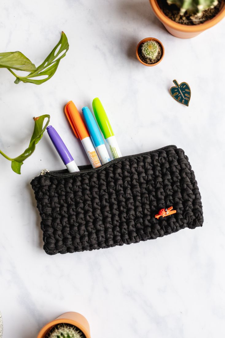 Pencil case made of old t-shirts with zipper