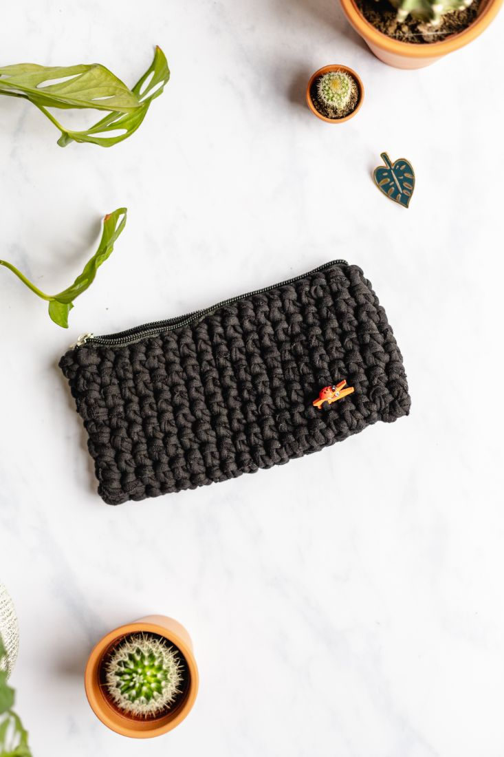 Pencil case made of old recycled t-shirt yarn